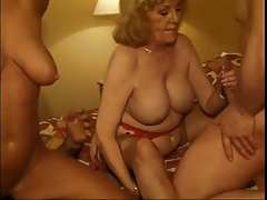 2 sexy mature women fuck by 2 men