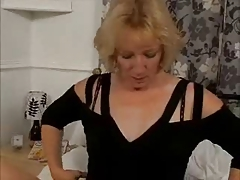 Hot GILF Humps a Dildo