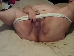 Fat chubby granny is rubbing her shaved pussy hard to obtain off