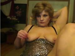 Ashly is an amateur blonde granny that likes posing for the camera and masturbating
