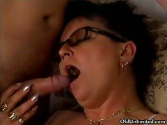 Horny mature wife sucking Hawkshaw and gets