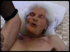 80 duration old granny sucking