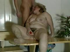 Old fat comme �a granny gets toyed and sucks on this dude's bushwa