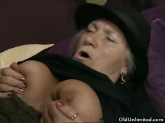 Horn-mad old woman gets her cunt fucked
