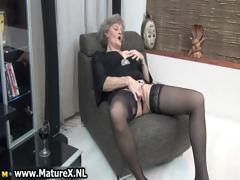 Mature housewife in sexy dark-skinned stockings part4