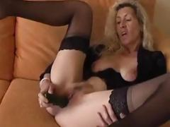 Naff mature comme ci spreads her pussy lips together with stuffs in a dildo
