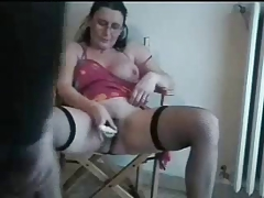 Hot mature italian floozy loves to be masturbate. Real amateur