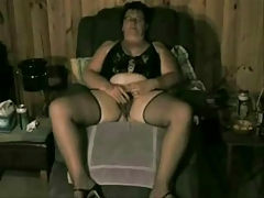 Horny old bitch fingering her pussy. Real bush-leaguer