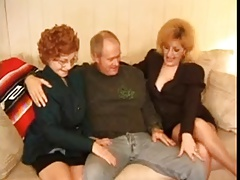 Gorgeous old sluts fucking in threesome and serving two cocks– best exclusive granny porn!
