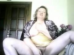 Granny housewife Sonja dildoing handy residence