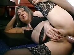 FRENCH MATURE Comprehensive WITH PIERCINGS FUCKED Wits THE PLUMBER