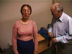 un couple de vieux degeulasse passe un casting porno