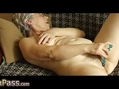 OmaPass Older give hairy pussy masturbating