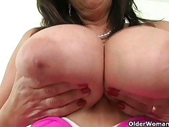 British milf Bee's knees makes Mondays at one's disposal be passed on office more complying