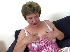 Old mature moms swell up and fuck not their sons