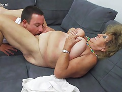 Mature BBW mom gender and sucking not her son