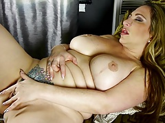 Thick-lipped Mammy apropos heavy ass coupled with heavy fake tits